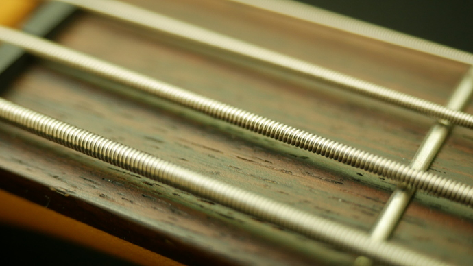roundwound-bass-strings