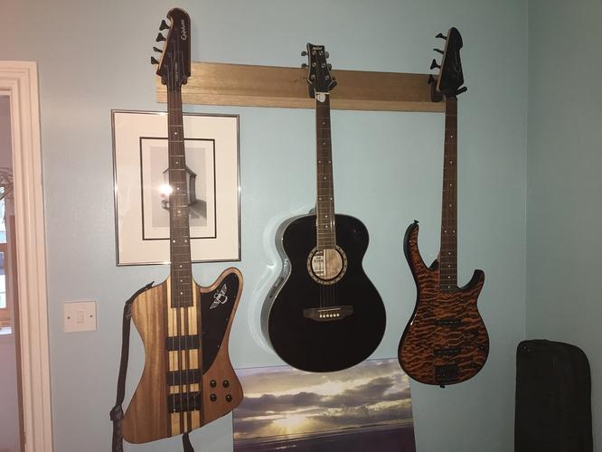 guitar%20rack%20-%20Epiphone%2C%20Peavey%20and%20accoustic%20guitar