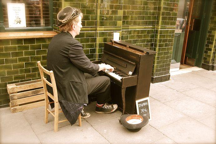 big-man-little-piano